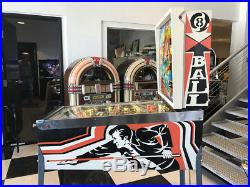 EIGHT BALL PINBALL MACHINE w THE FONZ SHOPPED & IN BEAUTIFUL CONDITION