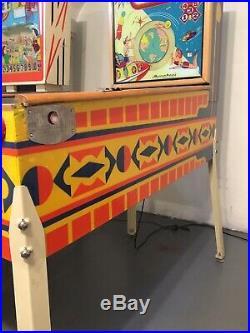 Gottliebs Universe WoodRail Pinball Machine