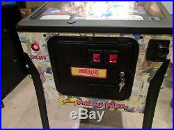 Near mint Simpsons Pinball Party Stern Pinball Machine Home Use Only with shipping