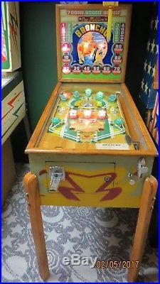 RARE 1947 Broncho 1 player pinball game By Genco